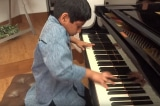 Tài năng của cậu bé thần đồng piano người Ấn Độ