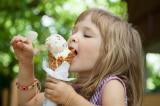Lý do bạn luôn cảm thấy khát nước sau khi ăn kem