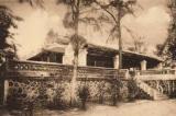 Cũng có một cung điện mùa hè được xây dựng dưới triều nhà Nguyễn