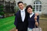 Bà Lâm Trịnh Nguyệt Nga (phải) và con trai thứ Lâm Ước Hy. (Ảnh từ Facebook của bà Lâm).