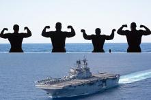 """Lính Mỹ """"khoe cơ bắp"""" trên biển Đông"""