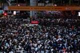 Hàng chục nghìn người Thái Lan xuống đường bất chấp sắc lệnh khẩn cấp