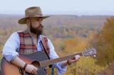 Nhạc sĩ ra bài hát cổ vũ tinh thần người Mỹ trong cảnh nội loạn
