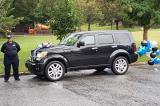 Nữ cảnh sát Mỹ tặng xe SUV cho người mẹ 5 con chạy trốn khỏi bạo lực gia đình